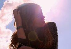 Mindset ändern - Frau in der Sonne