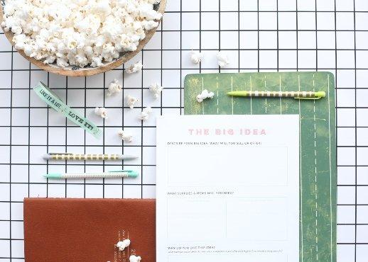 Willenskraft durch Vorplanen deiner Fehler - Notepad, Popcorn, Stifte